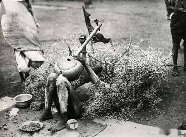 100年前的印度街头瑜伽,简直太疯狂了!