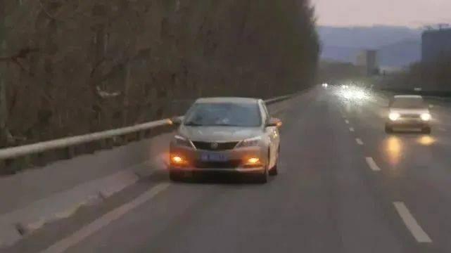 怎么了?太原绕城高速路上有辆车,停靠后传来一阵阵女人的哭喊声…  第2张