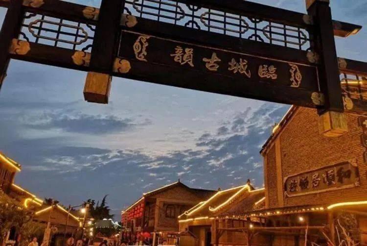 """枣庄铁道游击队景区推出""""夜游临山""""花灯会"""