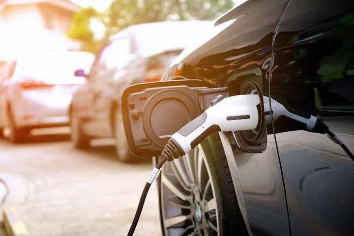 海南计划今年推广2.5万辆新能源汽车,建设1万个充电桩