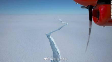 南极一座比纽约市还大冰山断裂