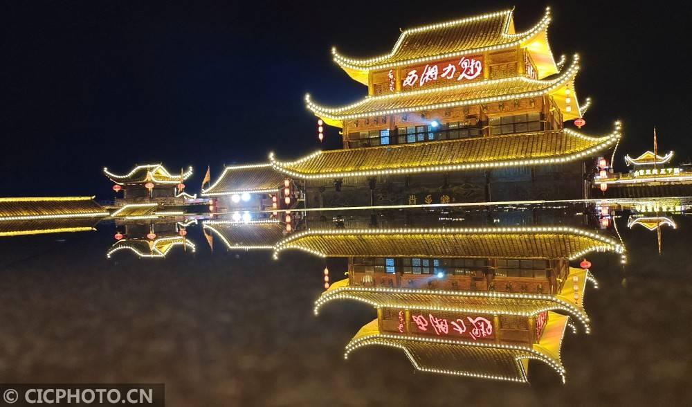 湖南张家界:旅游演艺复工 助热夜经济