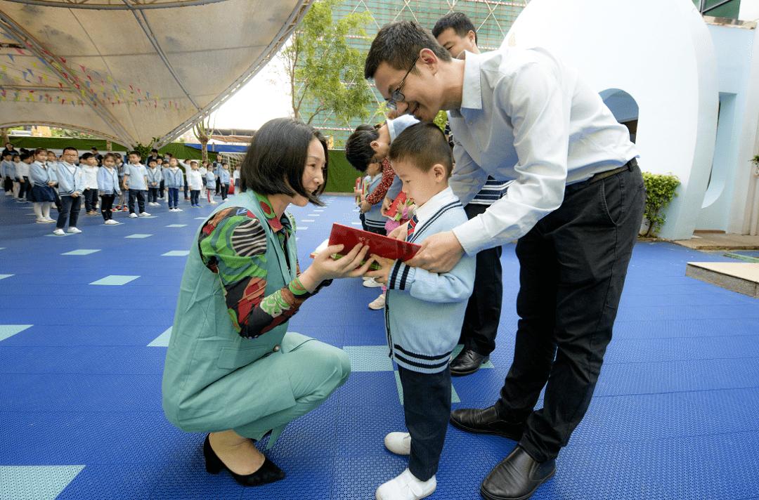 海口市教育幼儿园为30个书香家庭颁奖——书香为伴 快乐成长