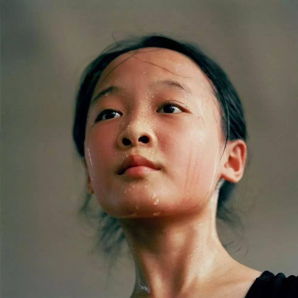 《80年代的中国孩子们》—摄影/秋山亮二
