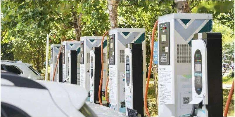 @新能源车主 昆明今年新建充电桩7.8万枪 3年将投放新能源汽车10万辆