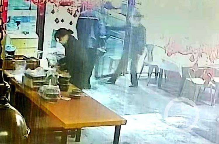 武汉饿了么骑手为赚差价瞒天过海给顾客换菜:7个菜6个是假的!
