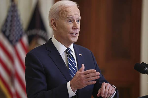美国总统拜登签署2021年新冠疫情破产纾困延长法案