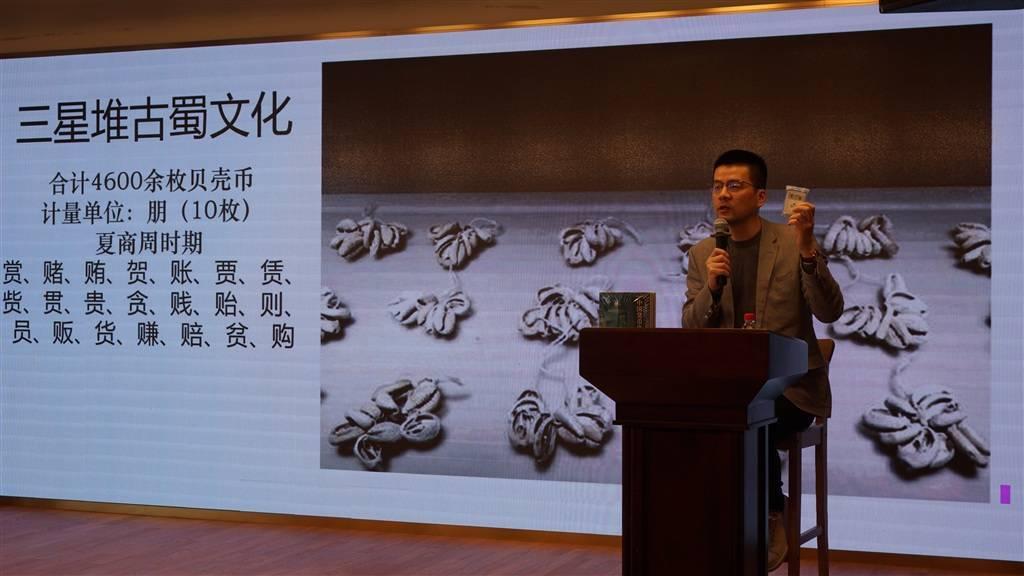 """世界上最""""长寿""""的钱在中国?市民亲手""""触摸历史"""""""