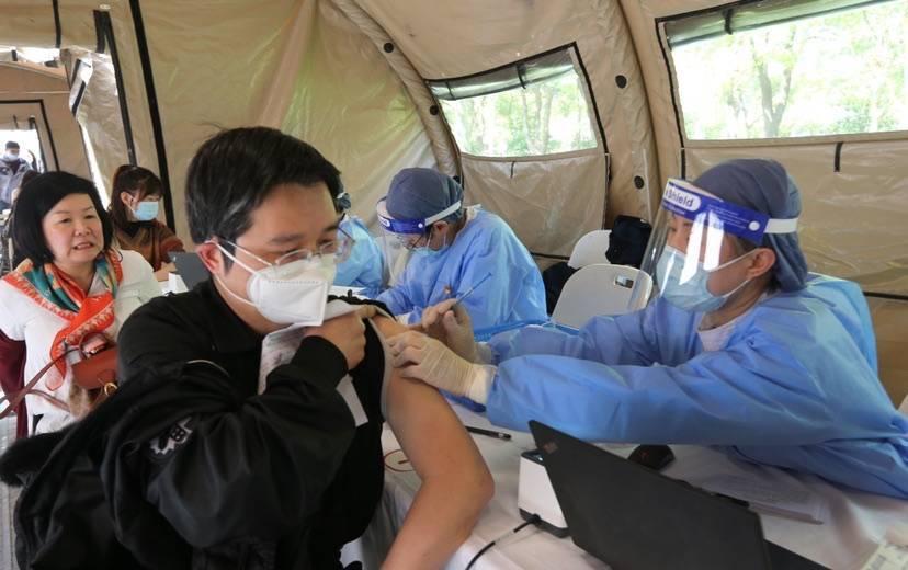 国台办明确在大陆台胞接种新冠疫苗享同等待遇 上海相关方案制定中
