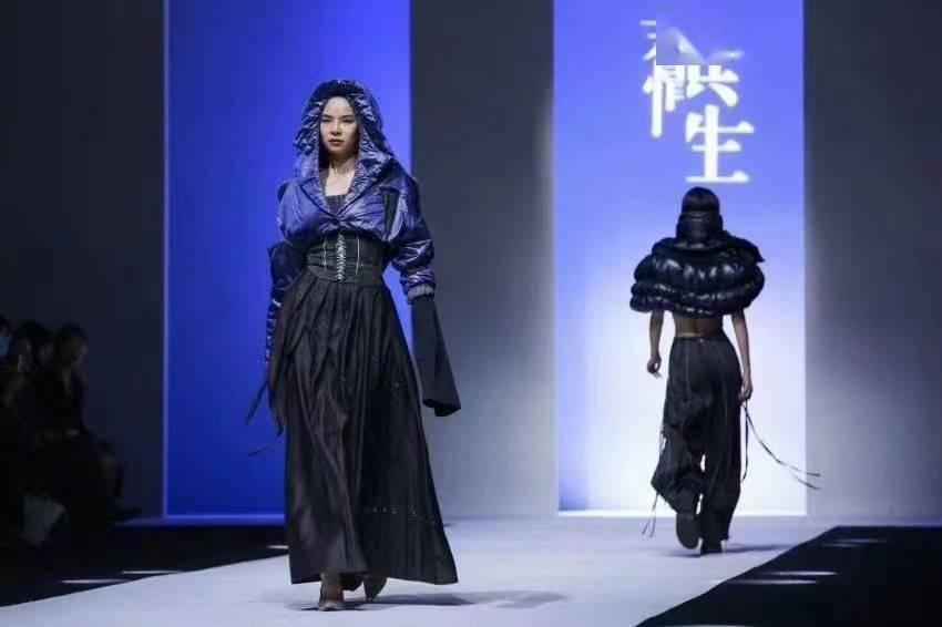 上海时装周上,高校毕业生作品走上T台