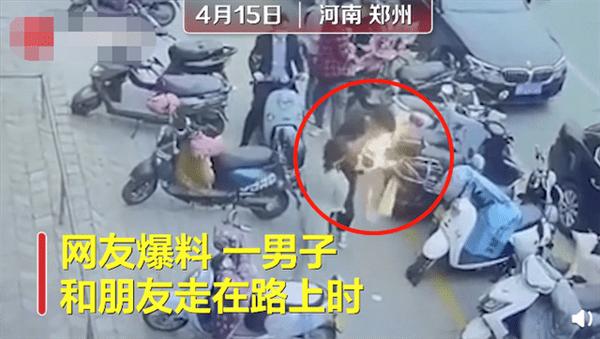 三星手机当街爆炸起火 女友哭诉:男友的长睫毛都烧没了的照片 - 2