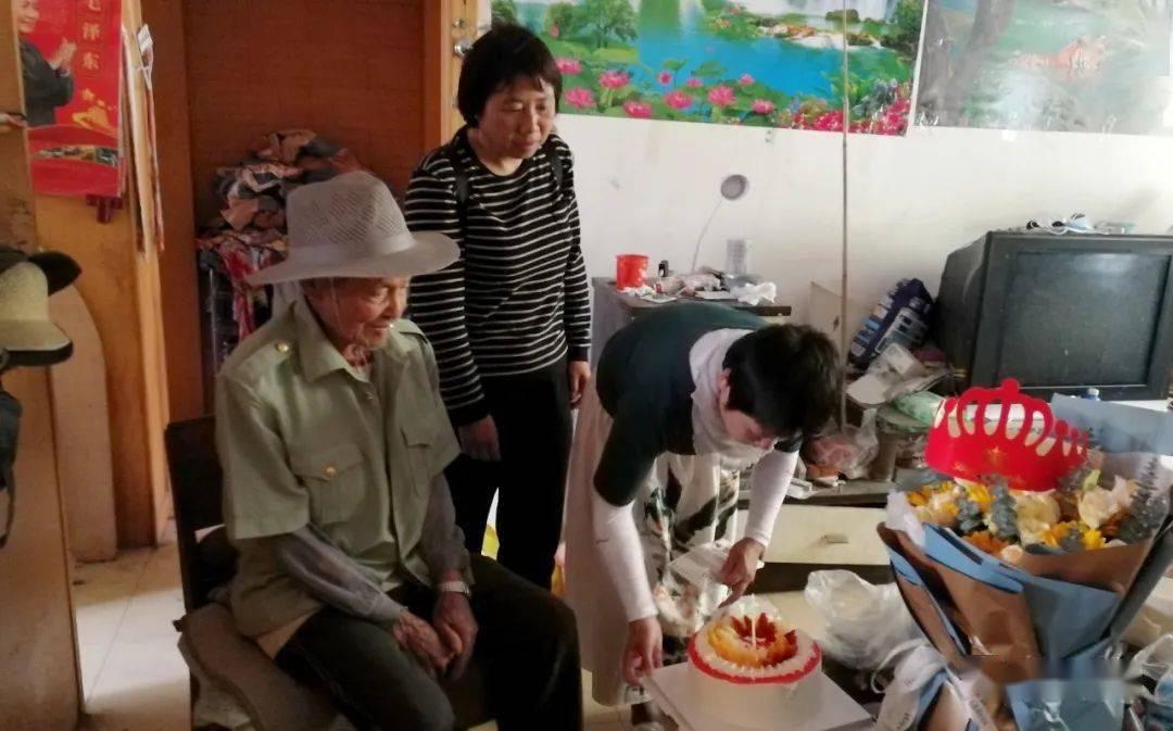 【关爱职工】安宁公路分局为高龄老人庆生
