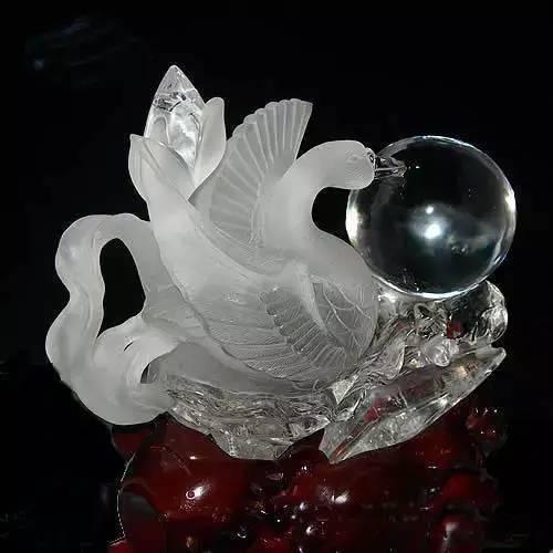 水晶雕塑:晶莹剔透之美!