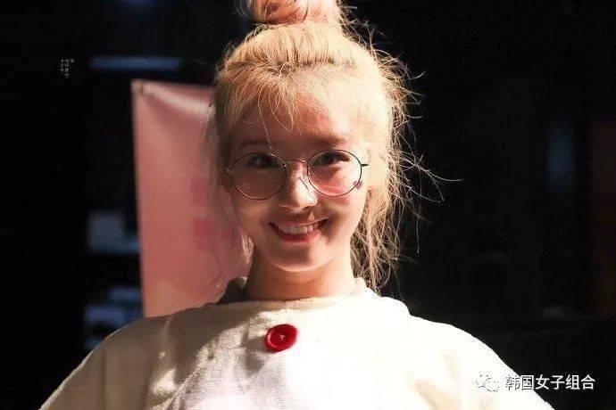 女艺人们的丸子头眼镜造型,就差这么好看的一张脸了!