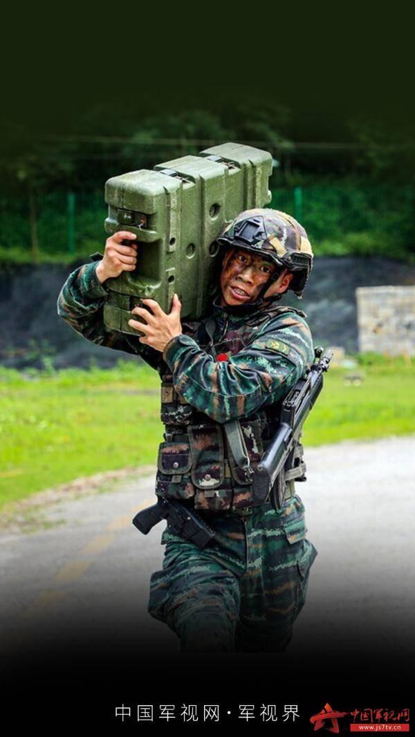 """练兵备战!带你去看兵哥哥们的""""硬核""""训练"""