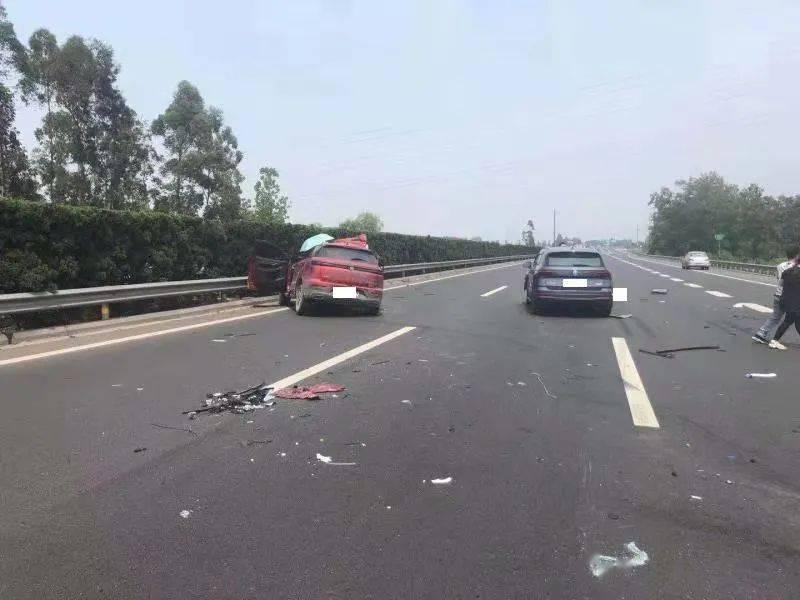 4车碰撞!成都绕城高速蜀源立交路段堵车!