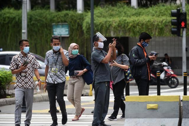 重复使用鼻拭子棉签,印尼一机场9000多名旅客受到影响