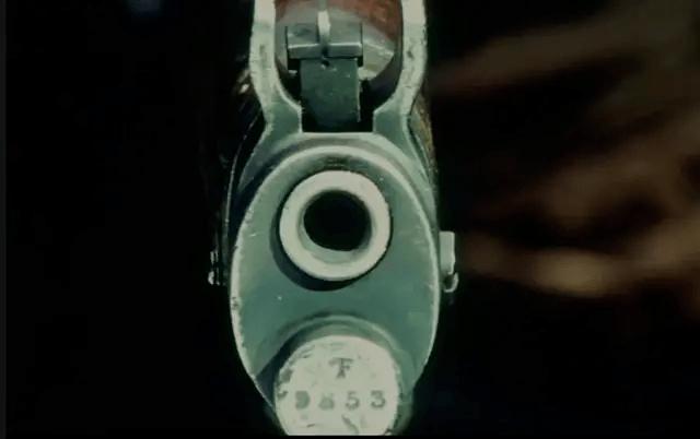 """《让子弹飞》影片开场姜文指向火车的那杆枪""""9853"""""""