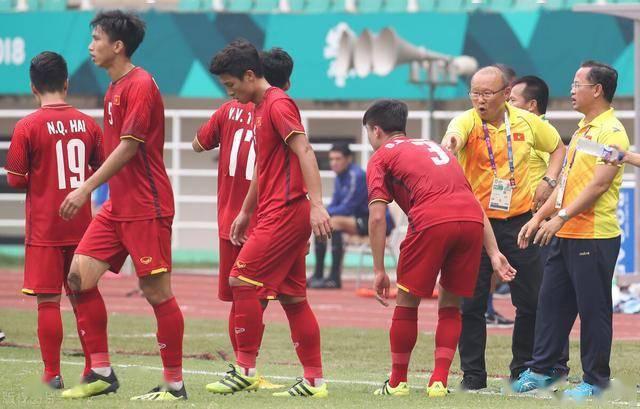 越南队不把国足放在眼里,直言遇到中国队能赢,韩乔生霸气回应