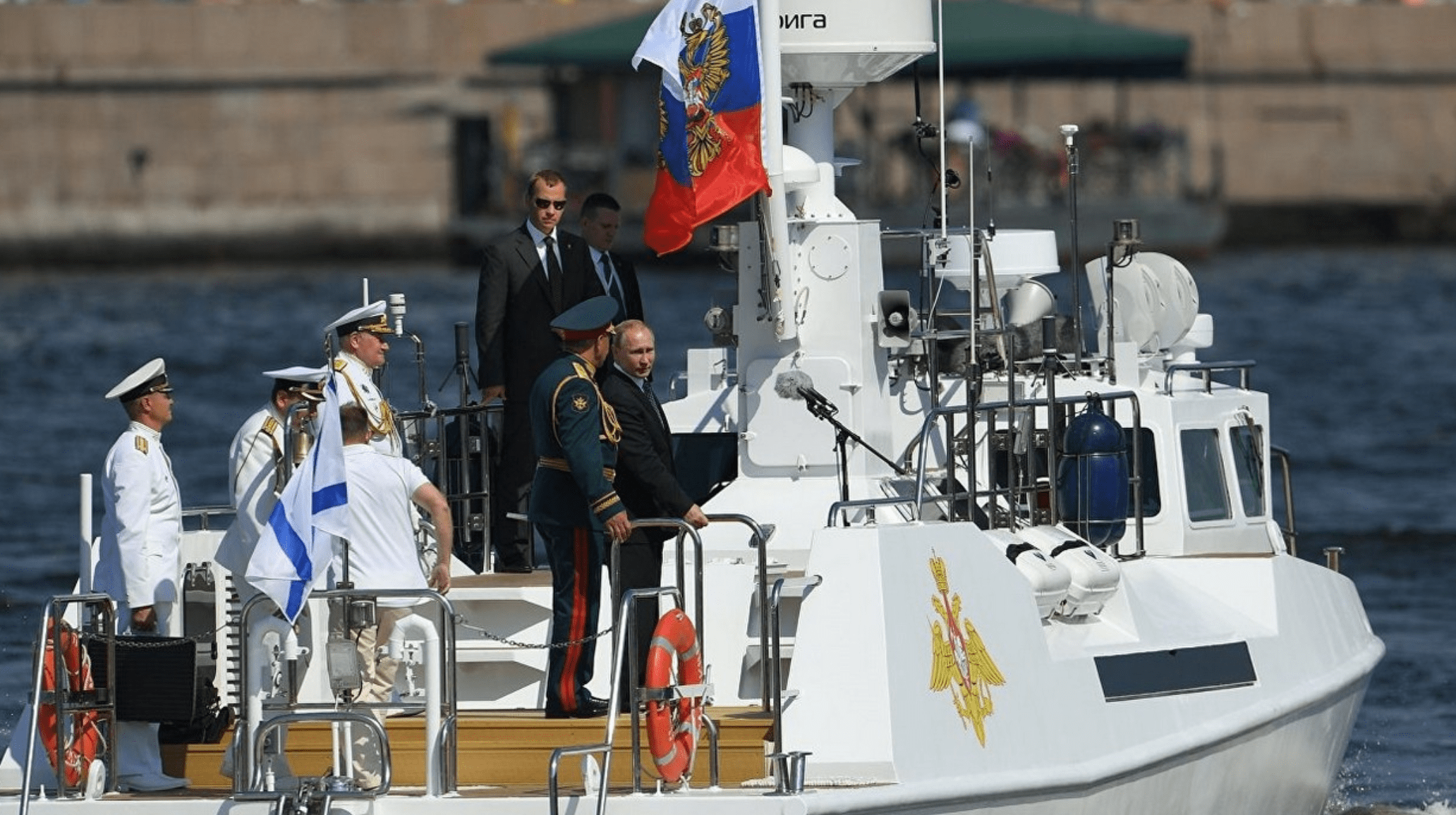 俄罗斯圣彼得堡举行海军节阅兵式