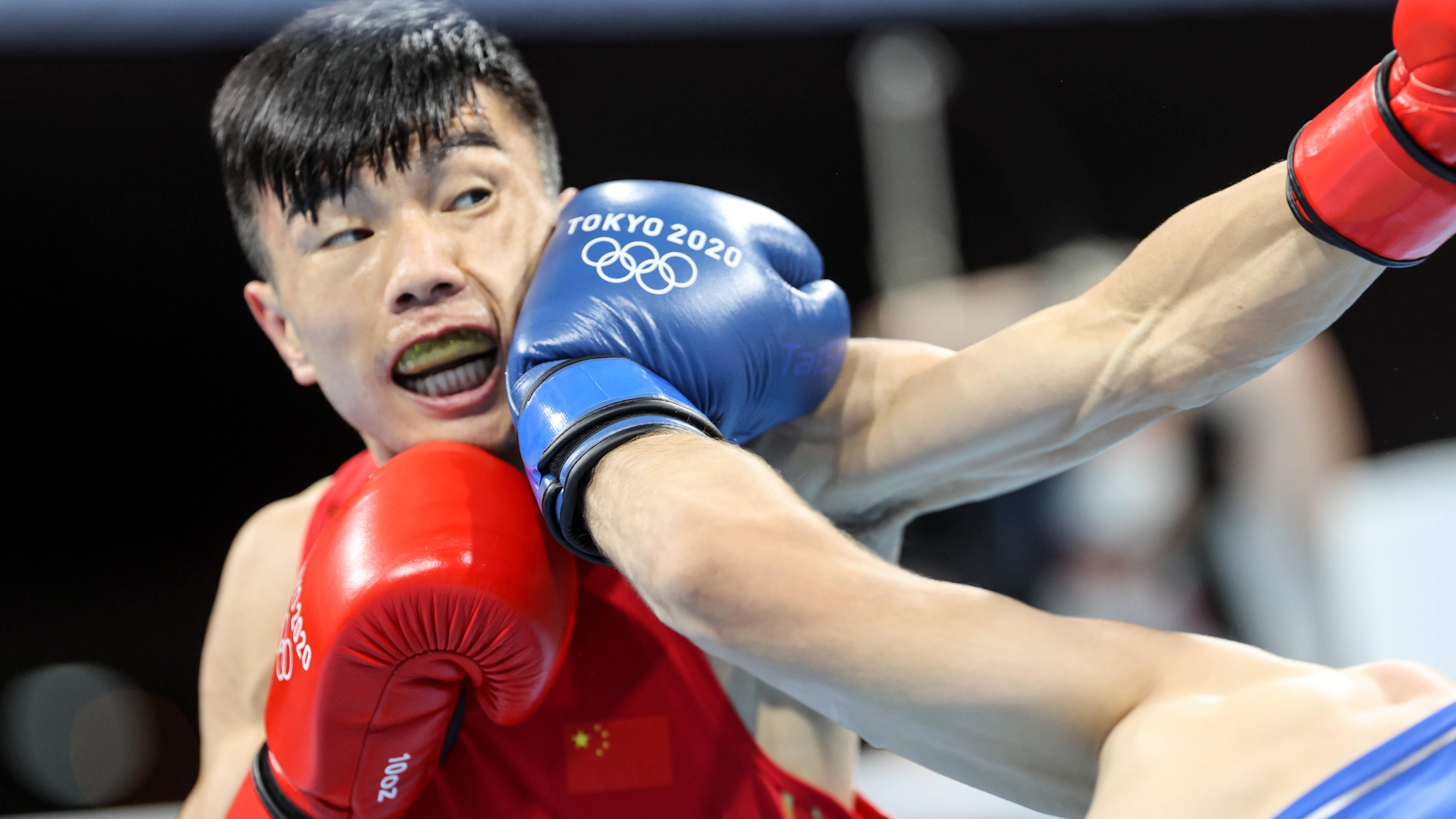 拳击——男子48-52公斤级:胡建关晋级