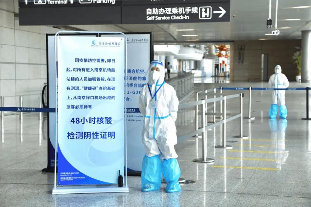 """南京禄口机场""""失守"""":保洁外包,境外境内航班保洁人员不分"""