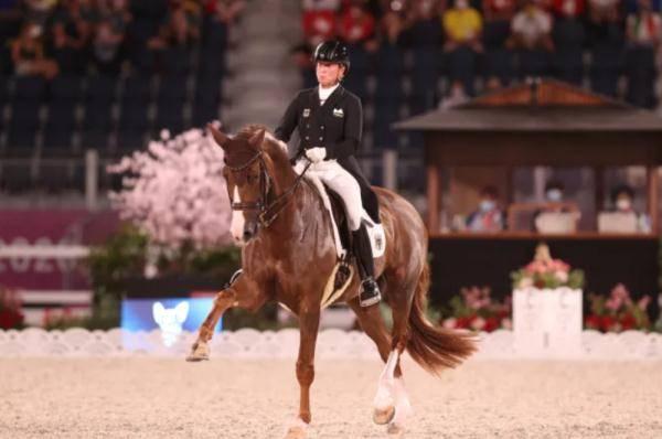 德国队第14次加冕奥运会马术盛装舞步团体金牌_伊莎贝尔·维特