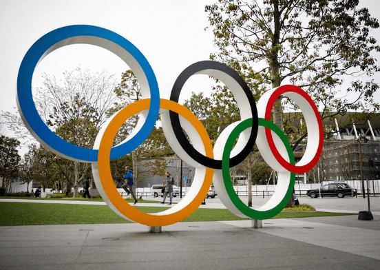 世界聚焦东京奥运会赛场之时,日本悄悄发生了一场集体刹车、转向