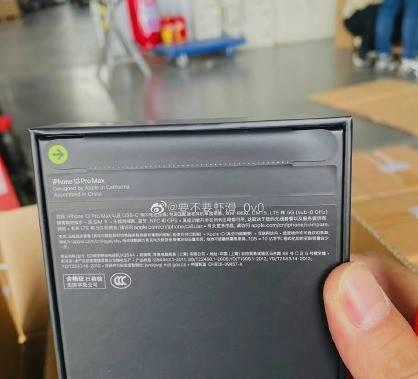 小细节,苹果包装盒塑料膜变纸质拉条