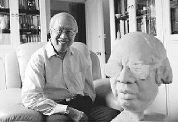 将卡夫卡介绍到中国的著名翻译家叶廷芳去世,重庆籍著名诗人何其芳曾想拜他为师