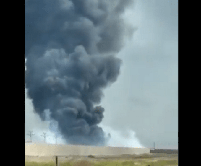 外媒:美军驻伊拉克基地疑似起火,现场黑烟冲天