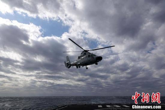 """中俄""""海上联合-2021"""":中方直升机起飞展开联合反潜演练"""